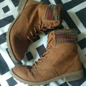 American Eagle size 2.5 brown ankle boot